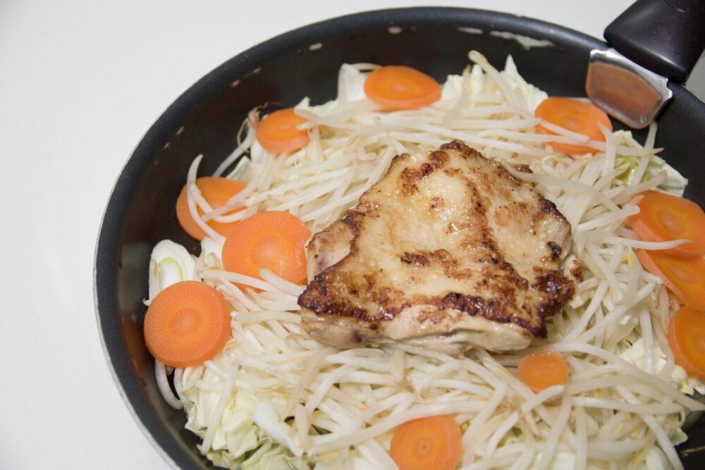 野菜と鶏肉のプライパン蒸し 全体